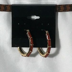 GOLD TONE W/ RED STONE HOOP EARRINGS